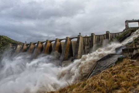 Churchill dam overflowing. Photo: Clive Wright