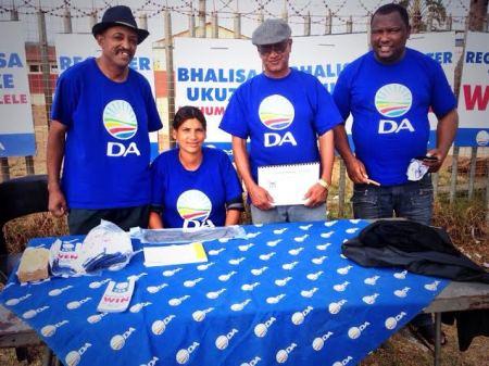 Activists in Tokyo Sexwale in Ward 14