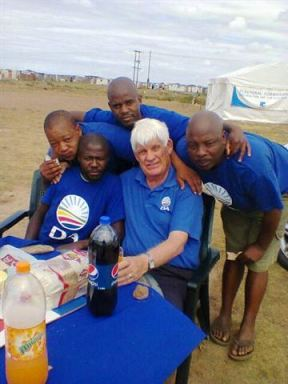Cllr Nico Botha with the DA activists in Ocean View.