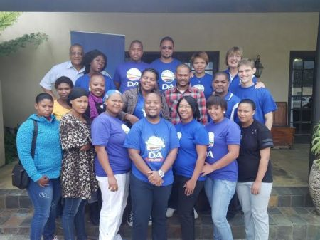 Cllr Danny Benson, Cllr Mhomi Speelman, MP Elza Van Lingen and DA Youth leader Ondela Kepe with the DA Youth leaders